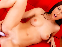 Lisa Smiles is a luxurious brunette that has a smoking hot body with silky cocoa butter smooth skin that glows with freshness. She is a major flirt and it shows in her pic as well as her naughty vids!video