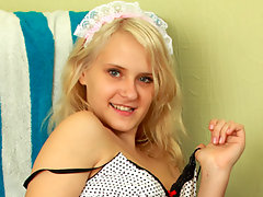 Blonde nubile Misha spreads her pink lipsvideo