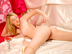 Busty Nubile Katiek drips strawberry juice on her ass and pussyvideo