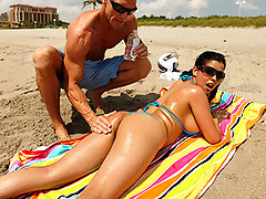 Diamond is at the beach and needs some assistance to oil up her ass so she can get a nice tan. She calls over Johnny to oil her up, but he ends up going over to her place and rubbing his special cream all over her face.video