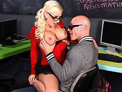Johnny the Jock and his friend are joking around talking about all the chicks they\'ve banged, and barely even notice Sammie. When they call her a geek, it\'s the last straw. She\'s going to use her book smarts to make herself sexy and fuck that hot jock!video