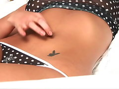 Bronzed teen nymphet Josie playing with her pierced bellyvideo