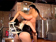 Nice scene with The mistress Kelly Summer, playing with a nice brunette sucking her pussy and straping her mouth with a chinese red balls, then dildoing that horny chick until she reach a orgasm and start screaming of pleasure.... video