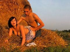 Film porno » Cuplu tanar se fute in fan