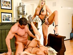 Super hot Brittney Amber shares a big load with horny mothervideo