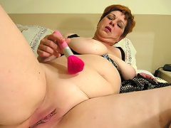 Squirting mama makes herself ready just for youvideo