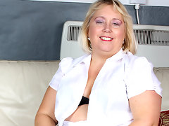 Big pierced mature slut playing alonevideo