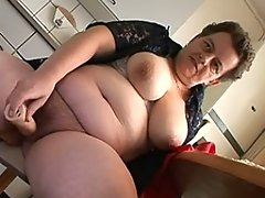 Older amateur housewife in dildo actionvideo