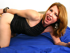 This horny MILF loves to get wet on her bedvideo