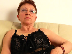 Nqughty mature slut getting friskyvideo