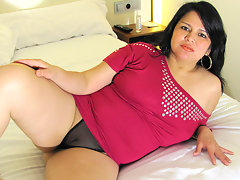 Chubby mature slut playing with herselfvideo