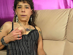 This kinky mature slut loves to please herselfvideo