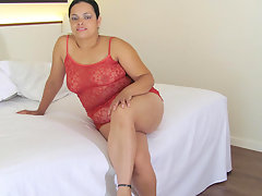 Big mature Barbara loves to get naughtyvideo