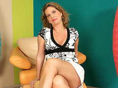 This horny housewife goes wet on her chairvideo