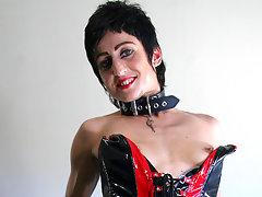 Kinky housewife get wet on her bedvideo
