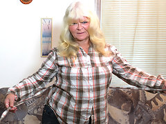 This big blonde mature slut loves pleasing herselfvideo