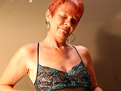 red mature slut playing with herselfvideo