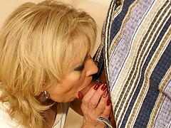 Horny mama gets a special sicko creampievideo