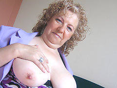 This big mama loves to play with herselfvideo