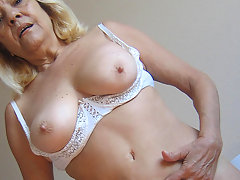 Blonde mature mama gets nasty with toysvideo