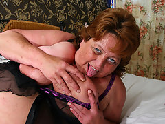 Big mama squirts and gets a face full of cumvideo