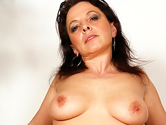 This horny mature slut loves a younger cock inside hervideo