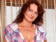 Horny big breasted mature slut getting wet and wildvideo