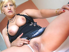Horny mature slut Teresa loves playing with her toysvideo