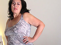 Mature Karen loves to get herself wetvideo