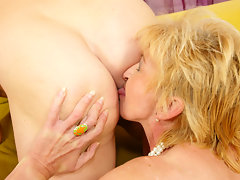 Two mature sluts sharing one creampievideo