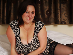 British housewife loves playing with her huge titsvideo