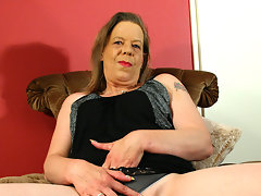 Mature housewife playing with herselfvideo