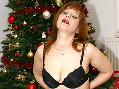 This mature christmas slut has her presentvideo