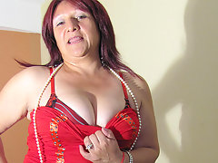 Mature Romina loves to play with a big dildovideo