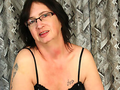 Kinky Josee gets a mouth full of cumvideo