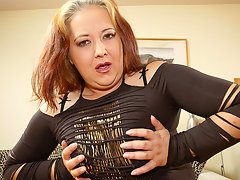 Chubby mature slut playing with her dildovideo