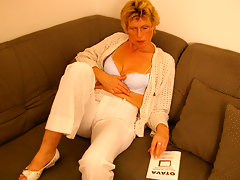 Horny blonde housewife and her toyvideo