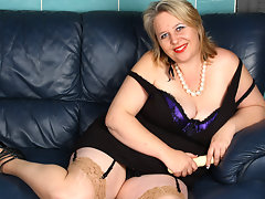 This big horny mature slut knows how to please herselfvideo