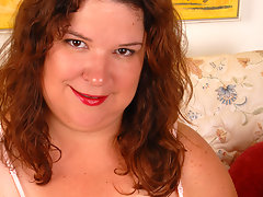 Mature Shy loves to play with her toyvideo