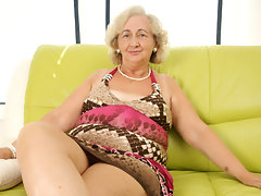 mature grandma playing with a purple dildovideo