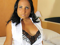 Horny mature Paloma loves to play and peevideo