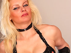 Horny blonde mature nympho playing with her pussyvideo
