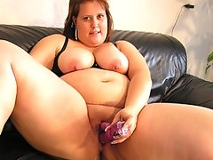 Big chunky mature slut playing with herselfvideo