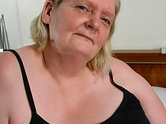 This big mama gets her face covered in cumvideo