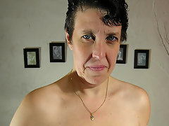 This mama loves to play with her wet drippin pussyvideo