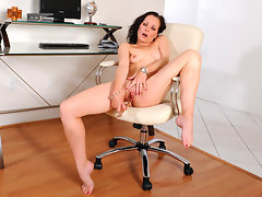 Leggy dark haired temptress power fucks herself with a glass cockvideo