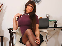 Shapely cougar Alexandra Silk gets off at Anilos with a vibratorvideo