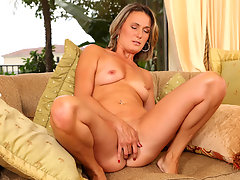 Sexy cougar with tan lines plays with her eager pussyvideo