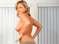 Alluring blonde cougar masturbates on a leather couchvideo