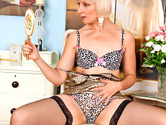 Leggy blonde cougar watches in the mirror as she fingers her hairy pussyvideo